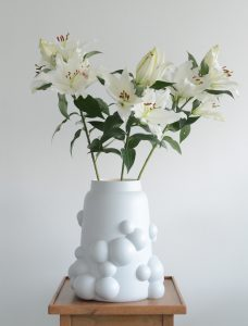 Bubble vase large light grey, with flowers