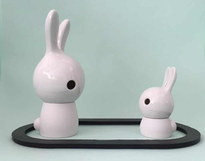 Cuniculus large and small with body, white half glazed