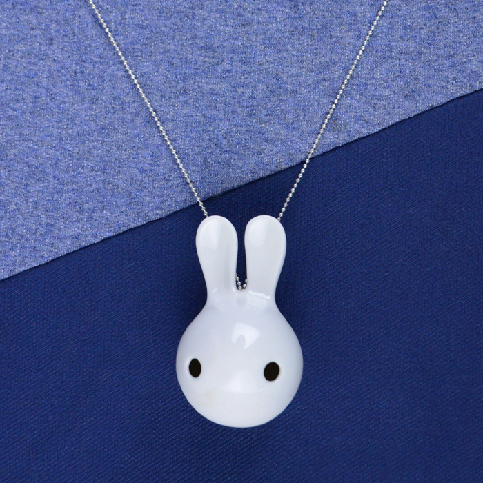 Cuniculus small with necklace, white half glazed